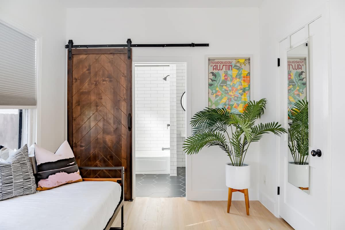 Bright Private Suite in Super Walkable SOCO Neighborhood