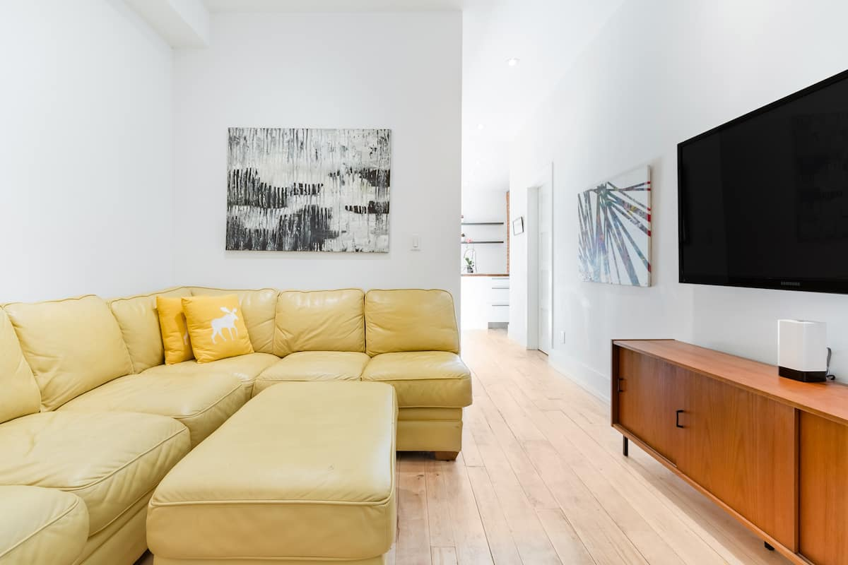 Stylish Apartment in the Heart of Roncesvalles Village