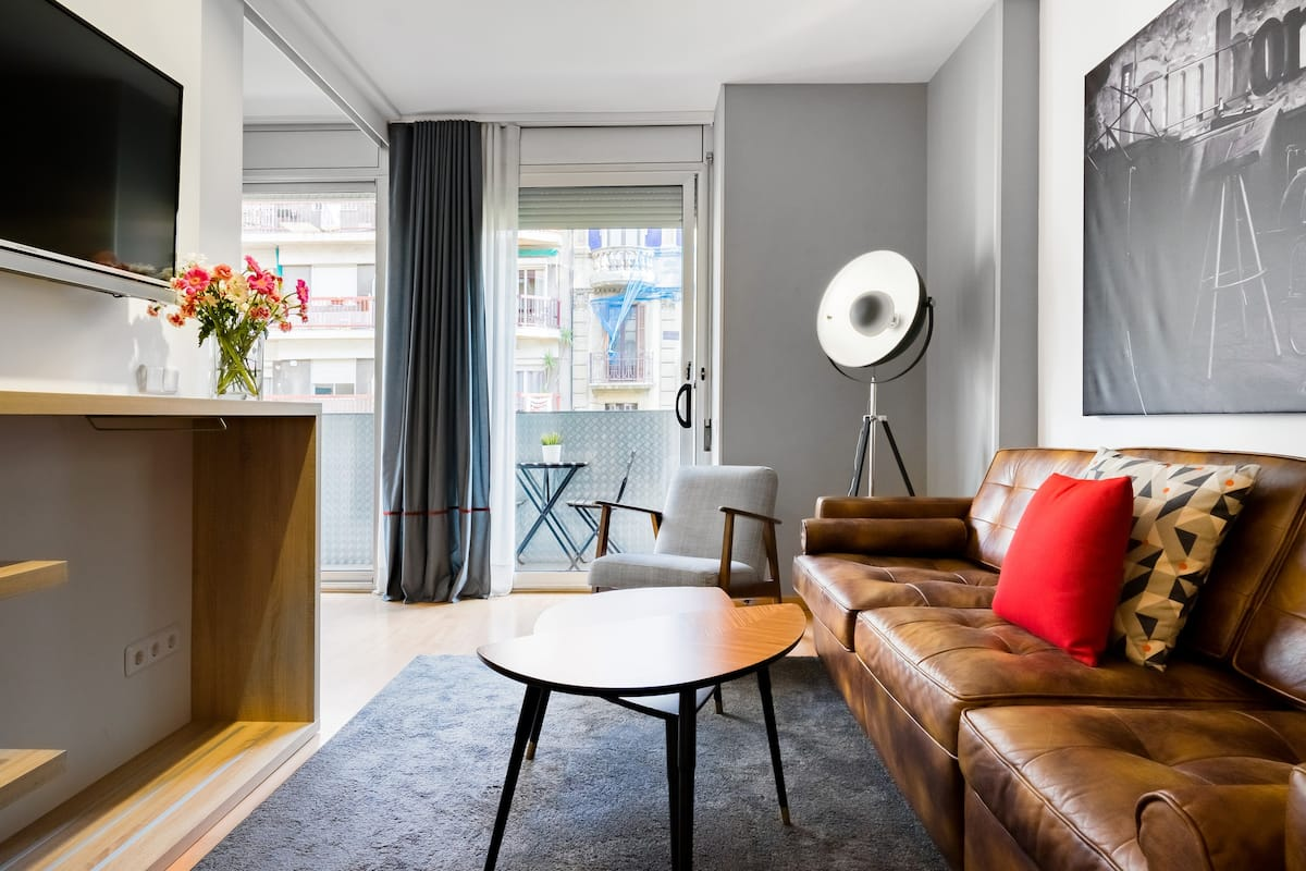 Jazz-Inspired Apartment in Eixample in City Center