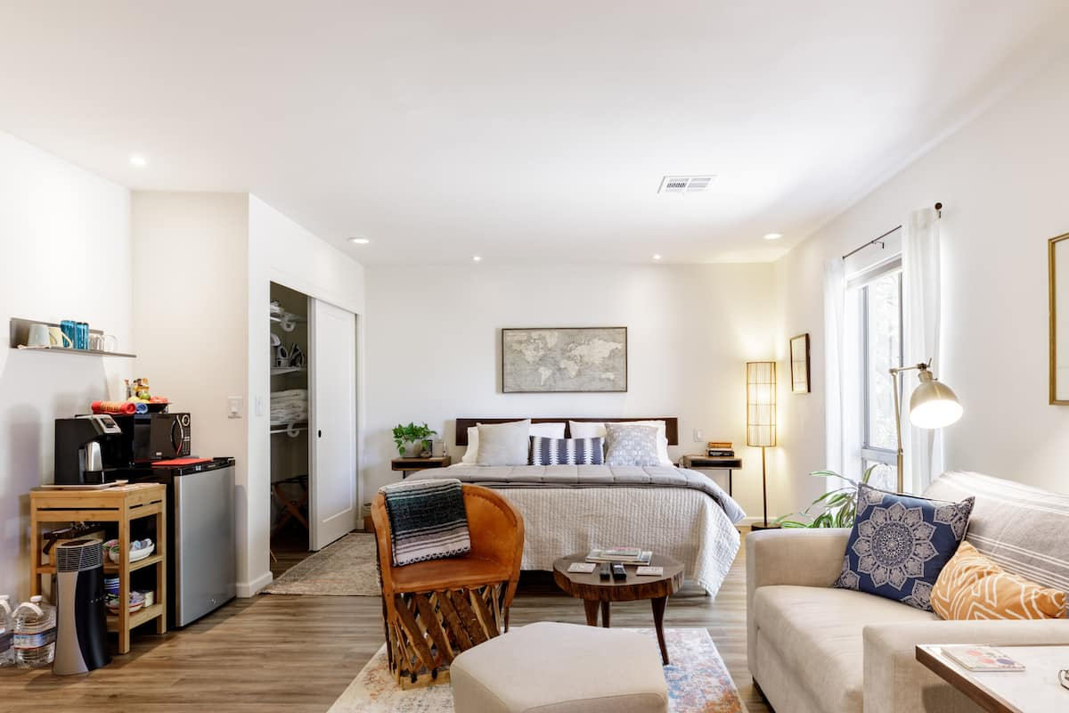 Stylish Scottsdale King Suite, Backyard Bliss