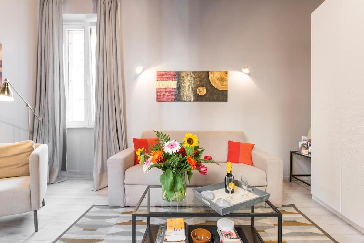 Bright, Airy Apartment near the Spanish Steps