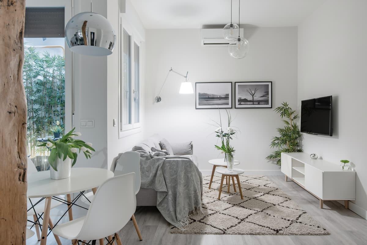Pasea a la playa de la Concha desde este nuevo apartamento de diseño con patio