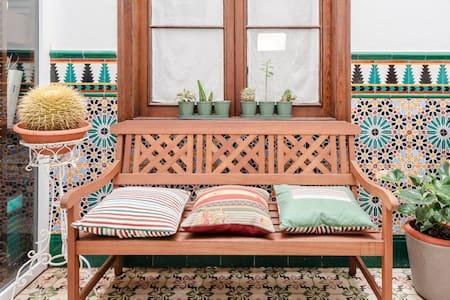 Vintage-Style En Suite Room in Las Palmas Center