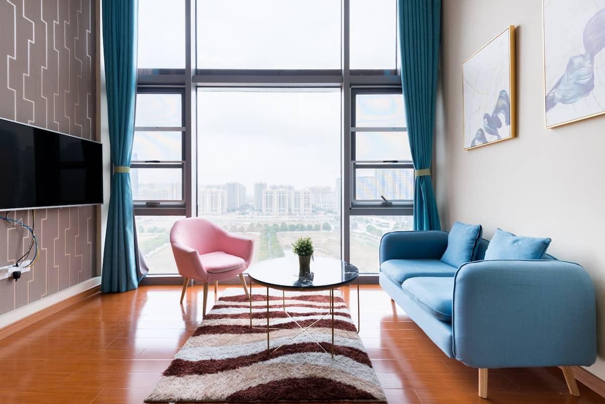 为异乡的房客带来家的温暖Loft精品轻奢公寓,漫步周边景色,享受悠闲时光。