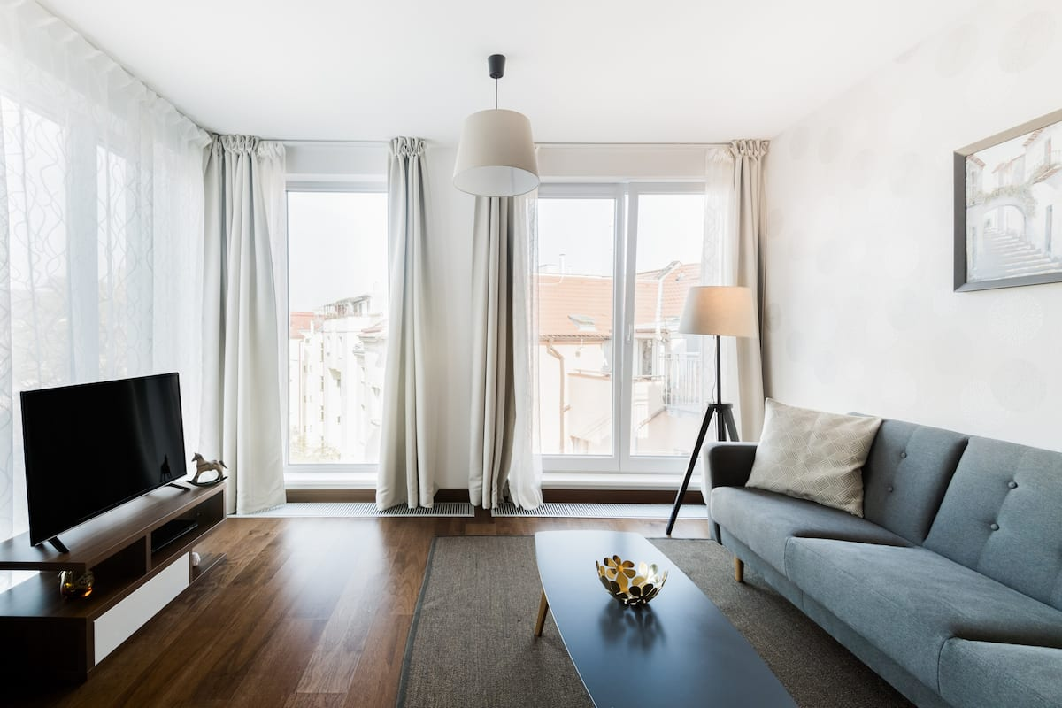 Design Apartment with Garage Close to Metro and Old Town