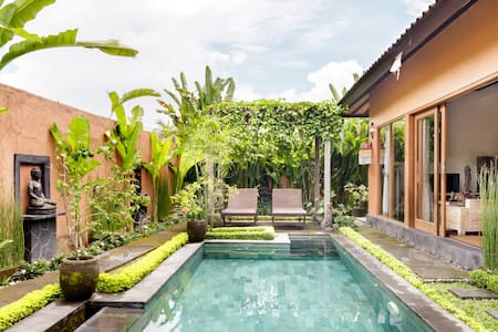 Romantic Poolside Villa in Artist Village