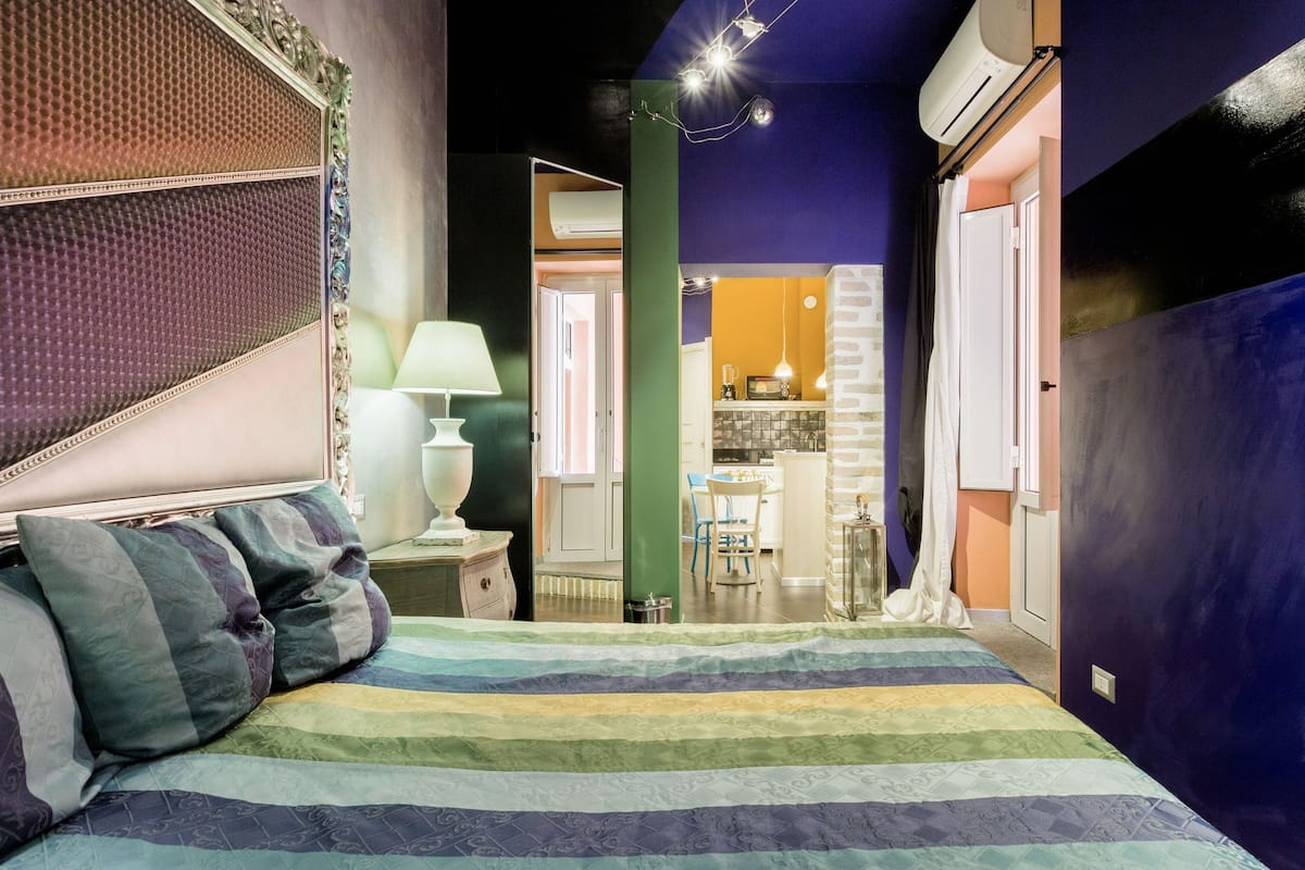 Eclettico e colorato appartamento vicino al Colosseo