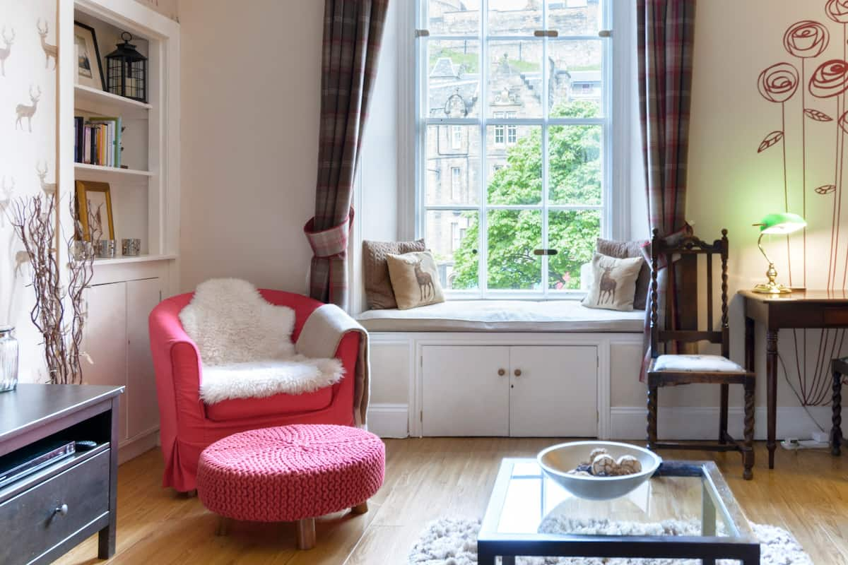 Stunning Castle View Apartment in The Old Town