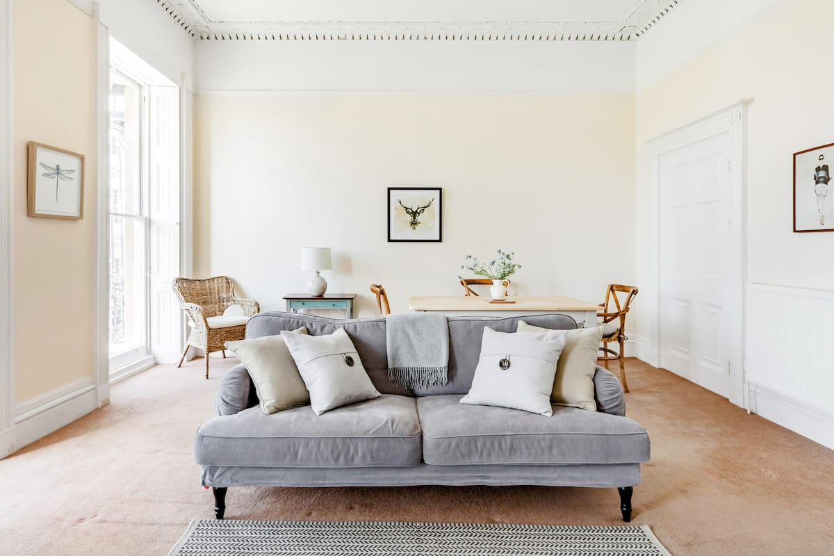 Soak up the Light at a Soothing, Soft-Hued Regency Residence