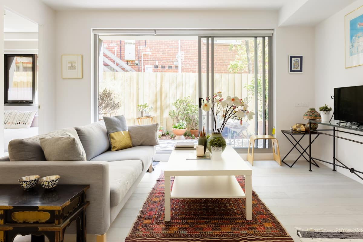 Stylish South Yarra Apartment, Long Stays Welcome