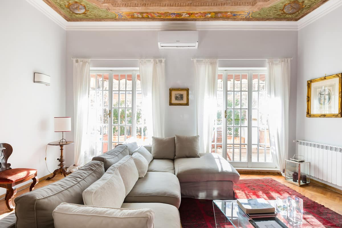 Restored Roman Penthouse near Spanish Steps