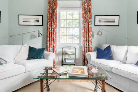Elegant Period Room in a Chic, Historic, Harbour-View Home