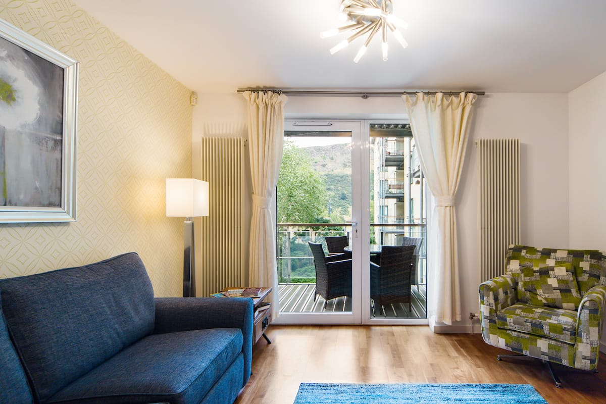 Stylish Apartment Nestled at the Foot of the Royal Mile