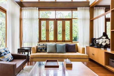 Charming Family Villa by the Canal in Bangkok
