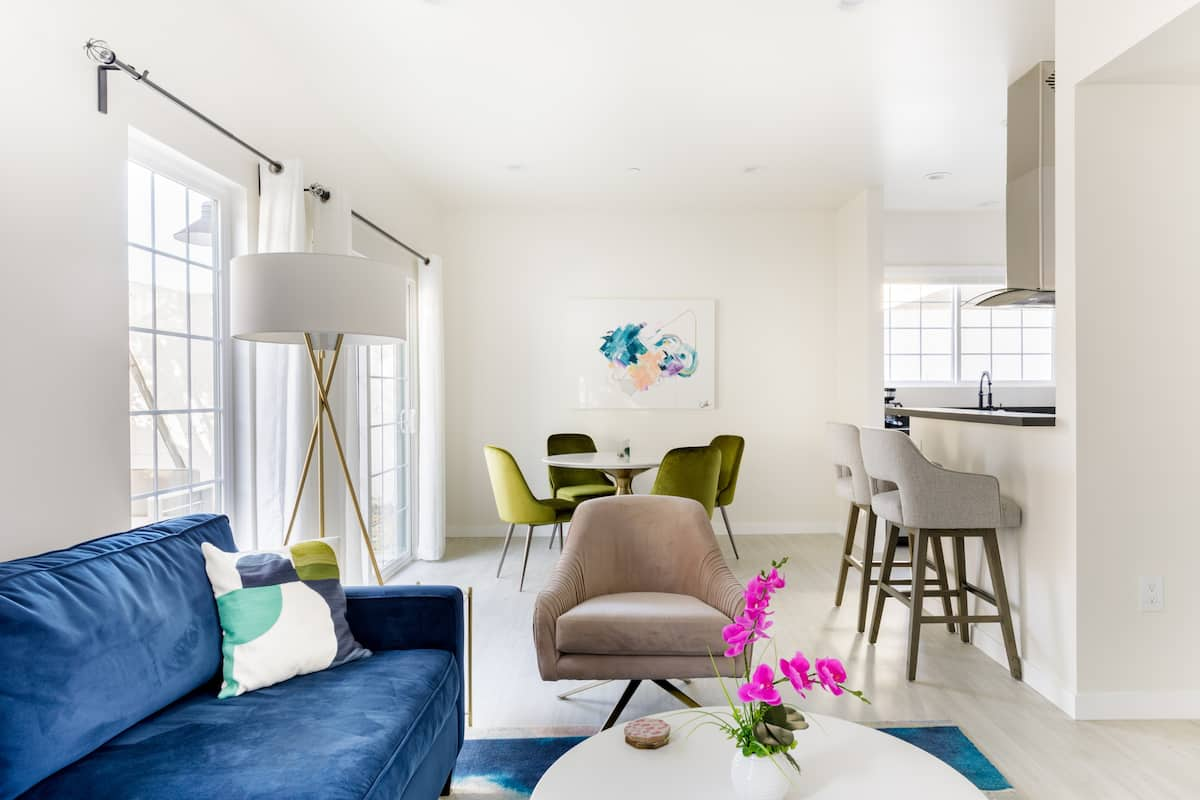 Hollywoodland Suite Built in Exquisite Contemporary Style