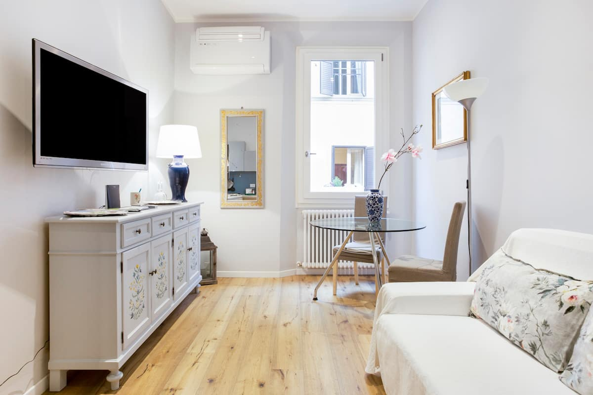 Charming 2-Room Apartment in the Heart of the Old Town