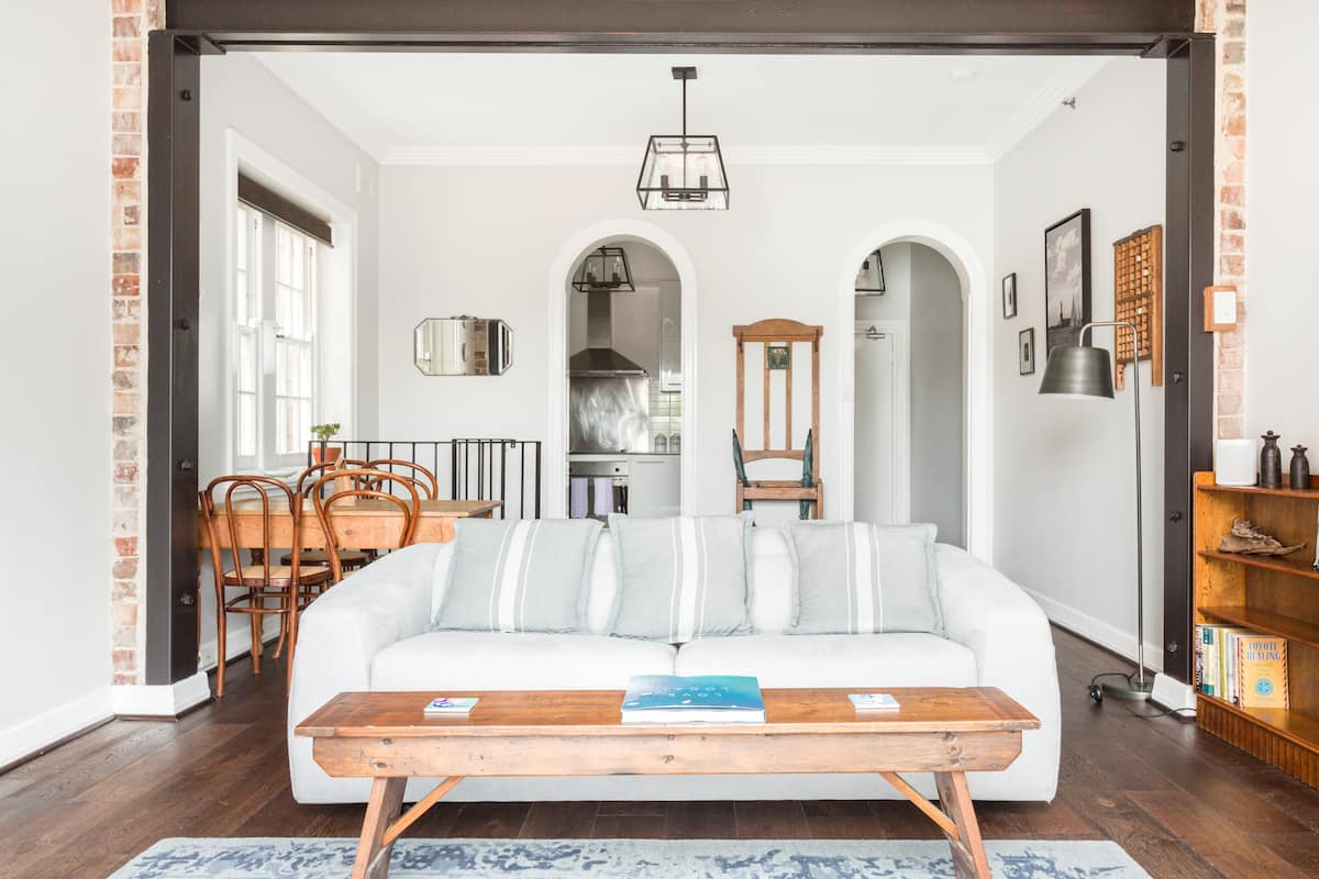 Upscale Kirribilli Apartment With Spectacular Views