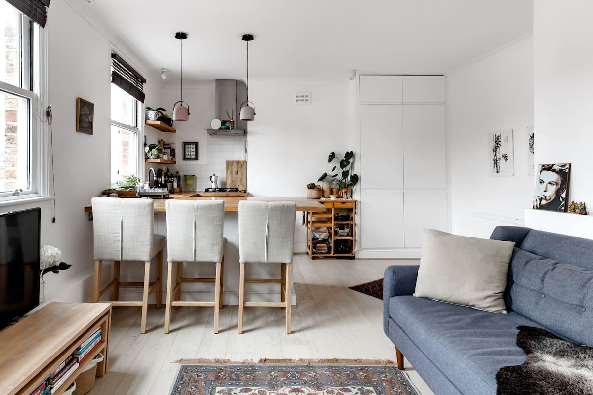 Cheerfully Redecorated Upstairs Flat in an Islington House