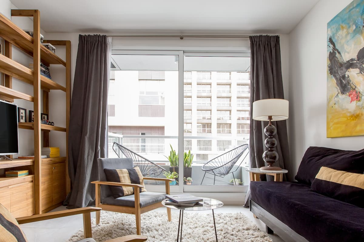 Vintage Inspired Boutique Apartment with Balcony