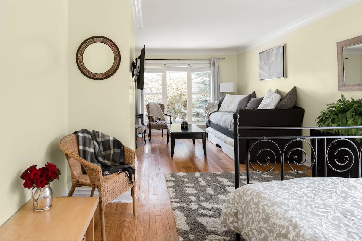 Cozy Studio-Walk to Charming Westboro Beach & Pubs