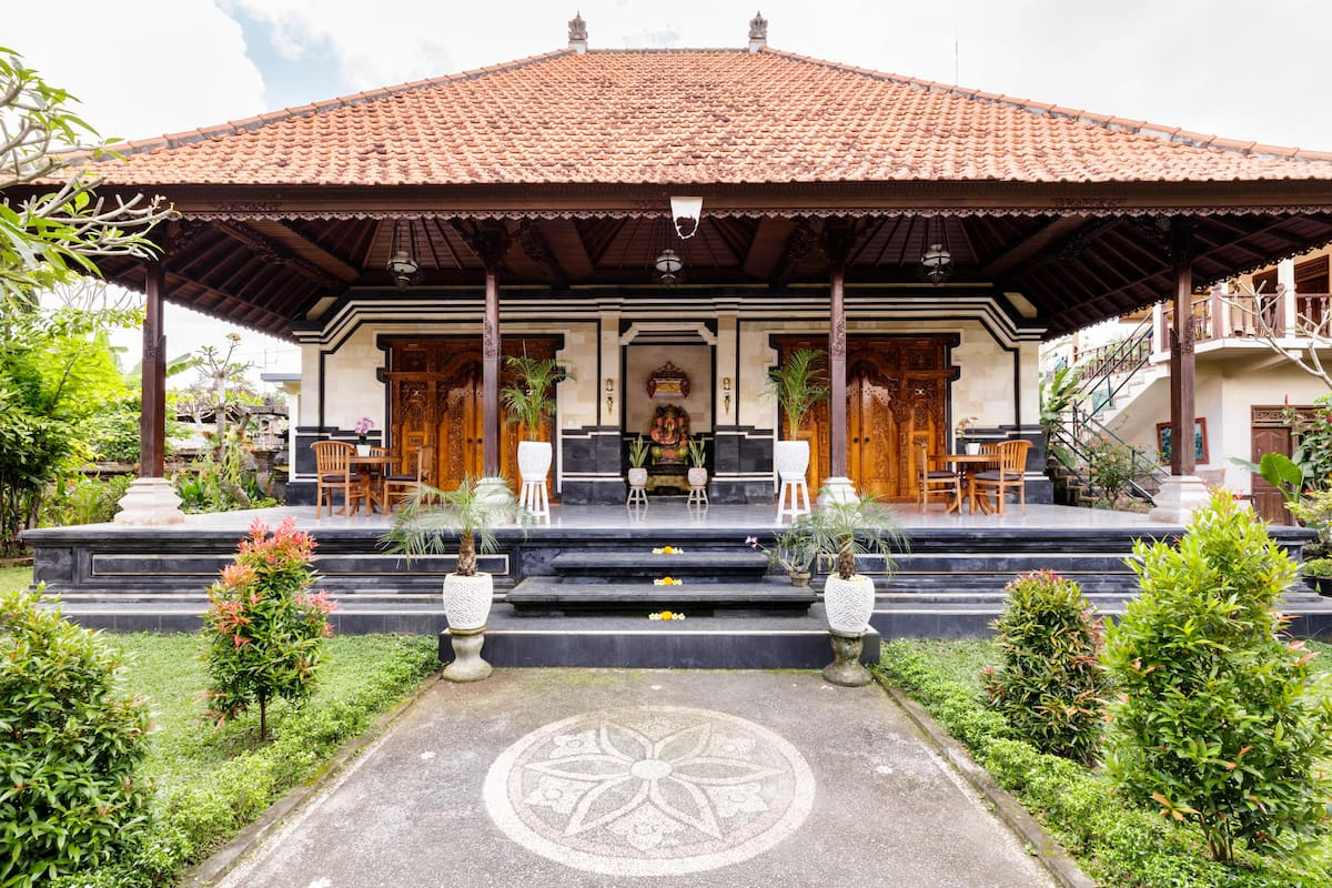 Experience Balinese Living in Traditional Family Compound