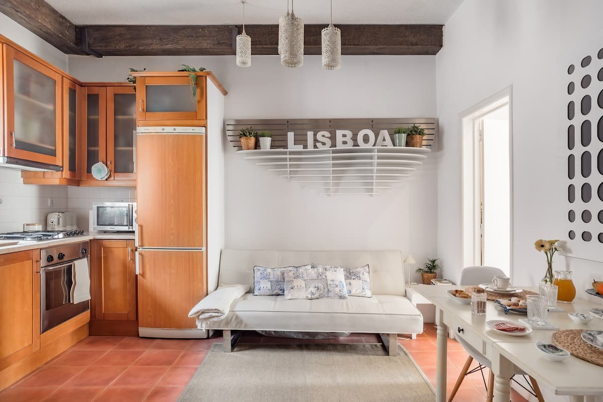 Delve into Lisbon from Sunny and Cheerful Apartment