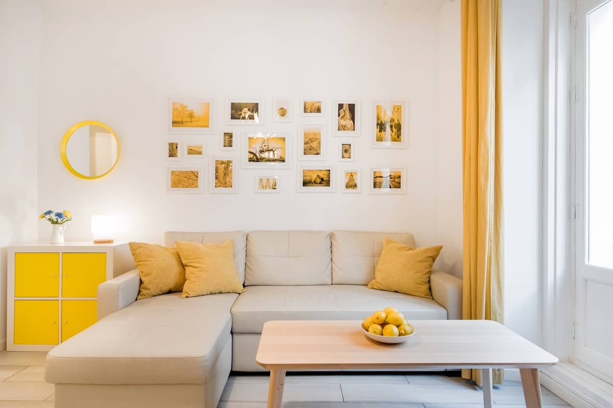 Colorful Renovated Apartment in Plaza Mayor