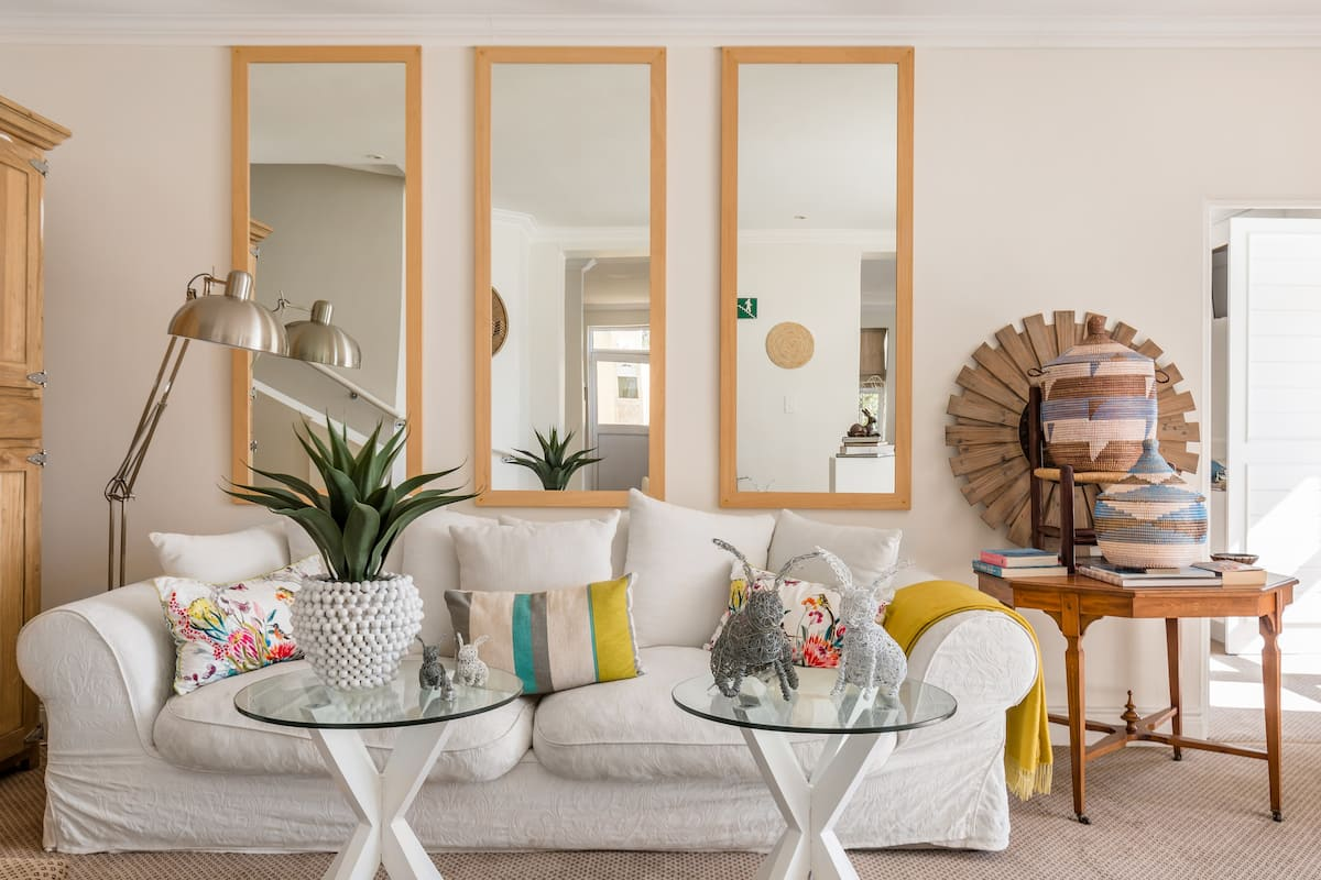 Queen Deluxe Suite With Deck in Penguin Palace
