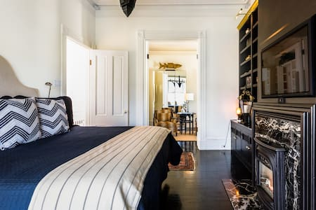 Chic Jr. Studio Pacific Heights Victorian Home-pvt