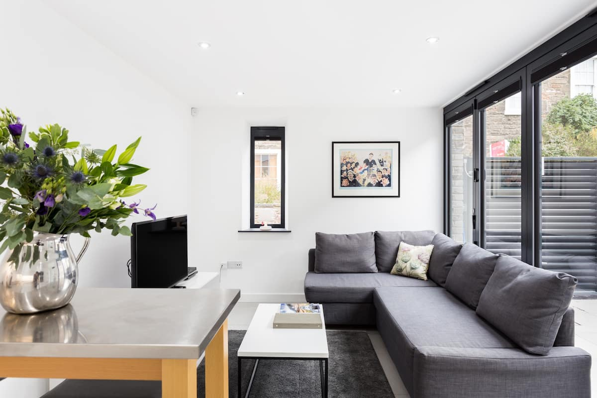 Stunning Architect-Designed Home near King's Theatre
