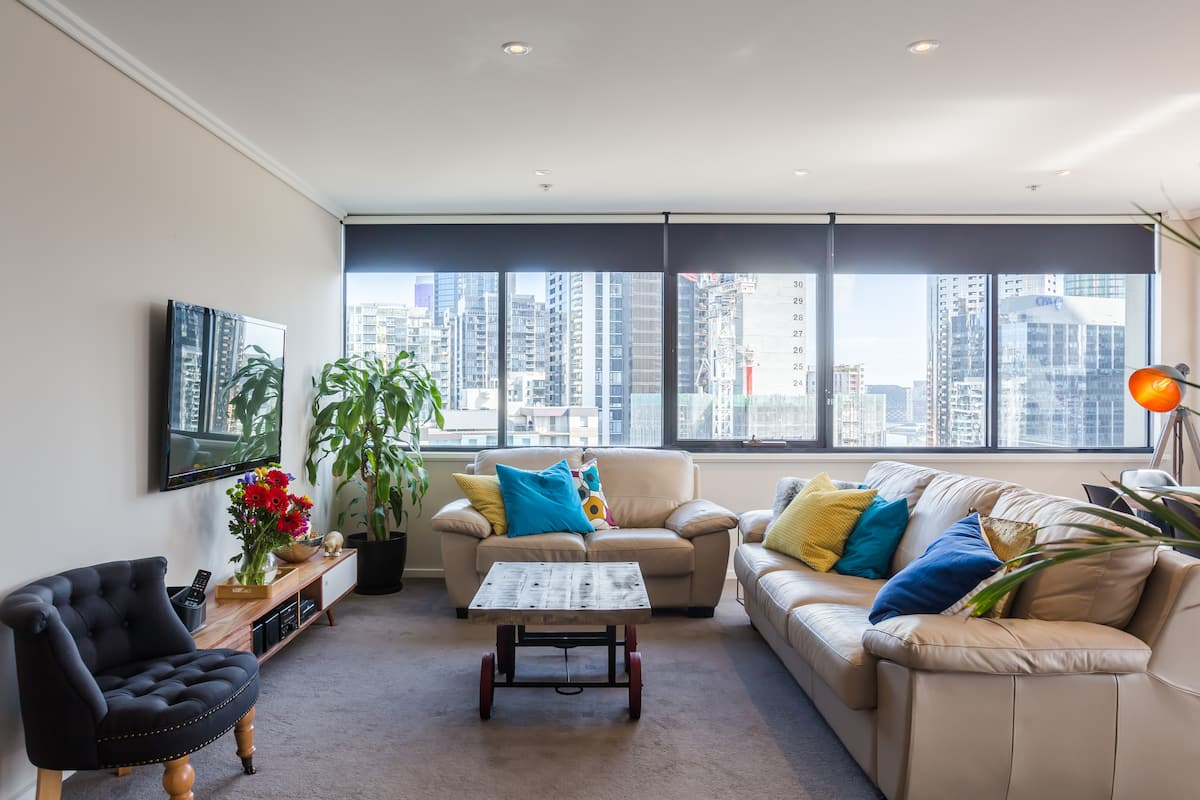 Southbank High Rise Condo Sanctuary with CBD View and Balcony