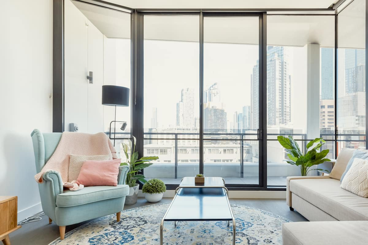 Walk to Melbourne's CBD from a Stylish Flat