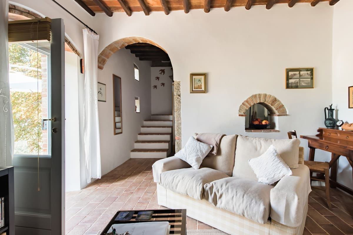 Romantic Cottage in Chianti Set in Organic Olive Groves