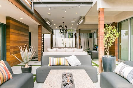 Designer Guesthouse Remodeled & Airbnb Clean Committed.