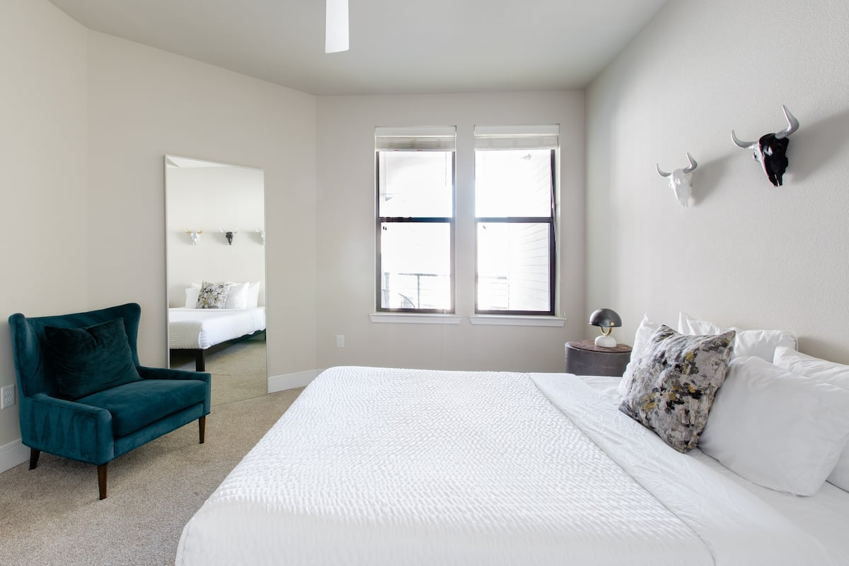 Eastside Apartment Near Lady Bird Lake and Downtown
