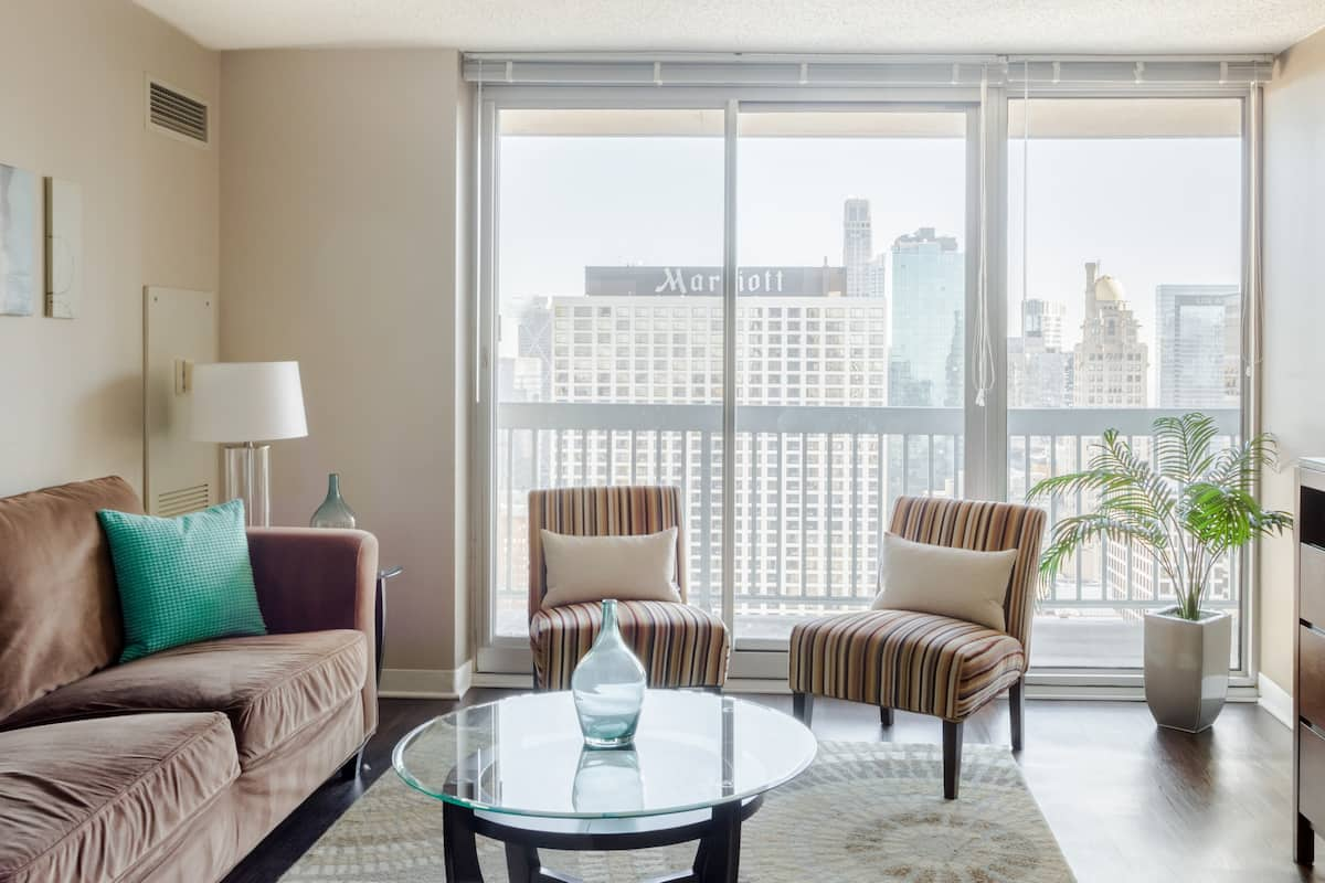 42nd-Floor Suite with View of Lake Michigan