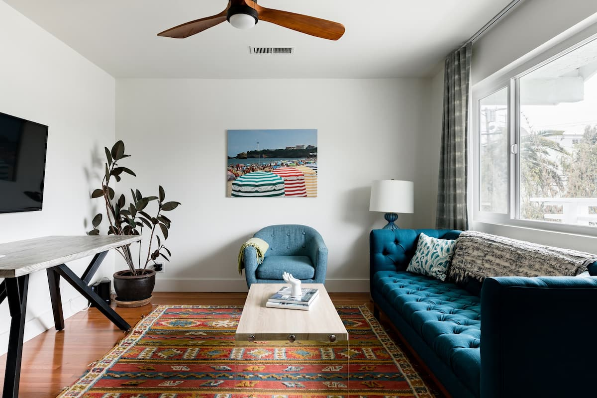 Hip Apartment with a Balcony in Mar Vista