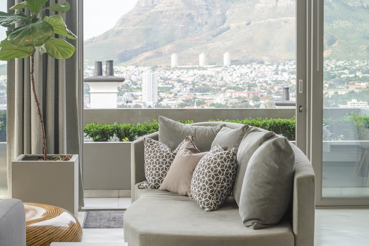 Spectacular Table Mountain Views, Space in Heart of City