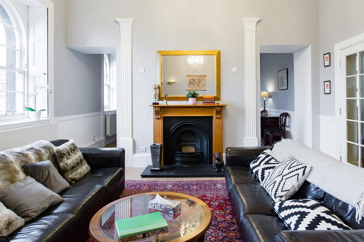 Victorian Flat in Parliament Square above Royal Mile