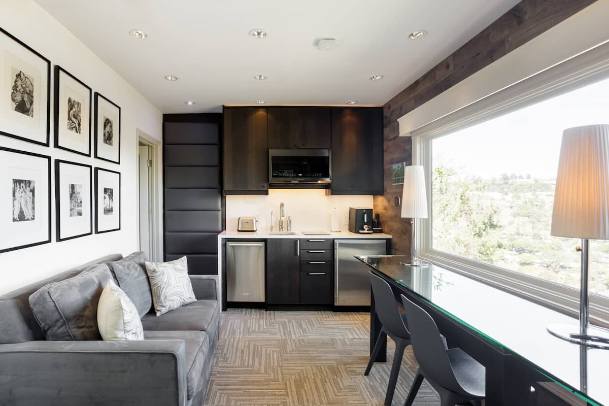 Private Hollywood Hills Guest Suite with Sweeping Views