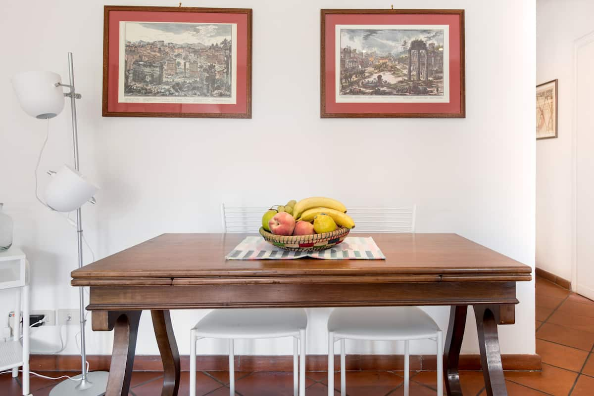 Appartamento Luminoso ed Elegante nello Storico Rione Monti
