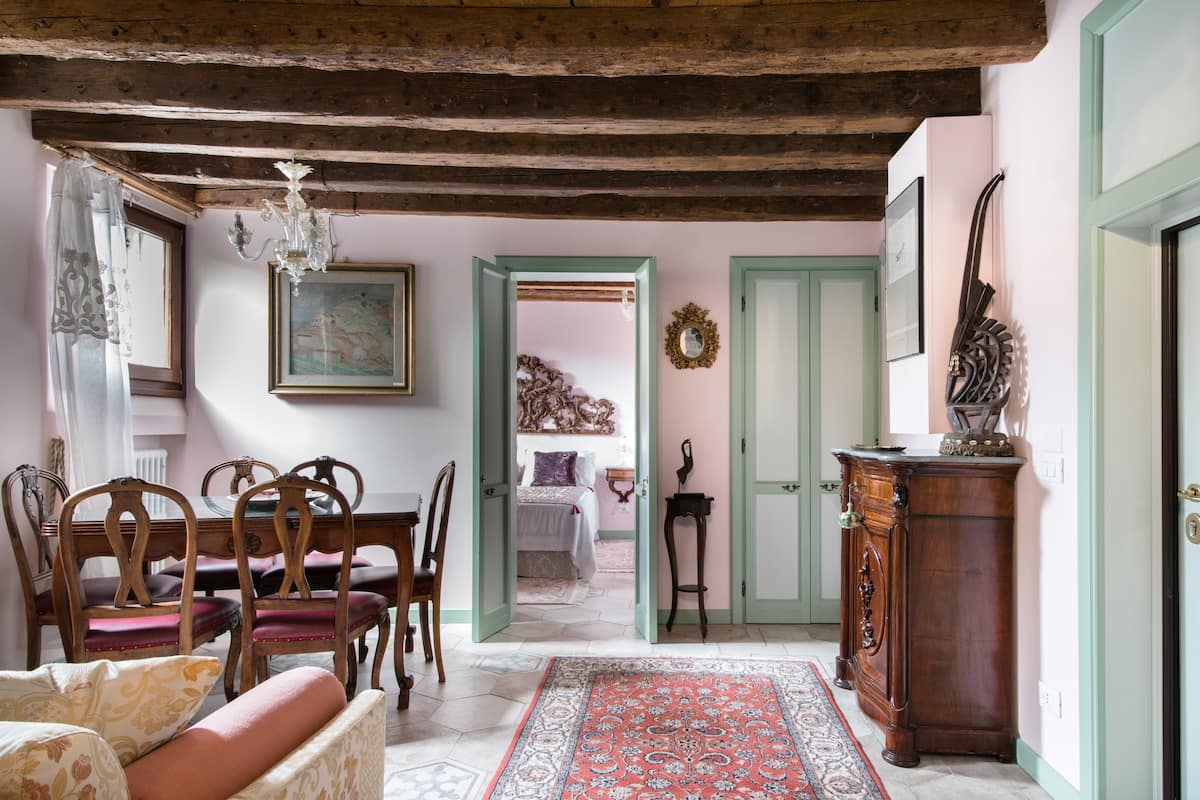 Angel's Court, an Authentic Home in the Heart of Venice