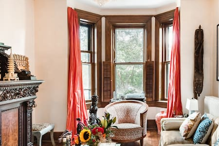 Private Bedroom With En Suite in Historic Capitol Hill Home