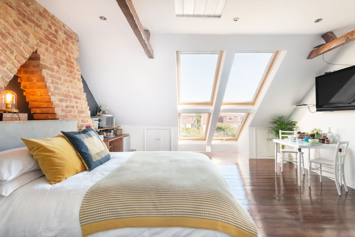 Stargaze from the Bathtub of this Artisan Loft Space