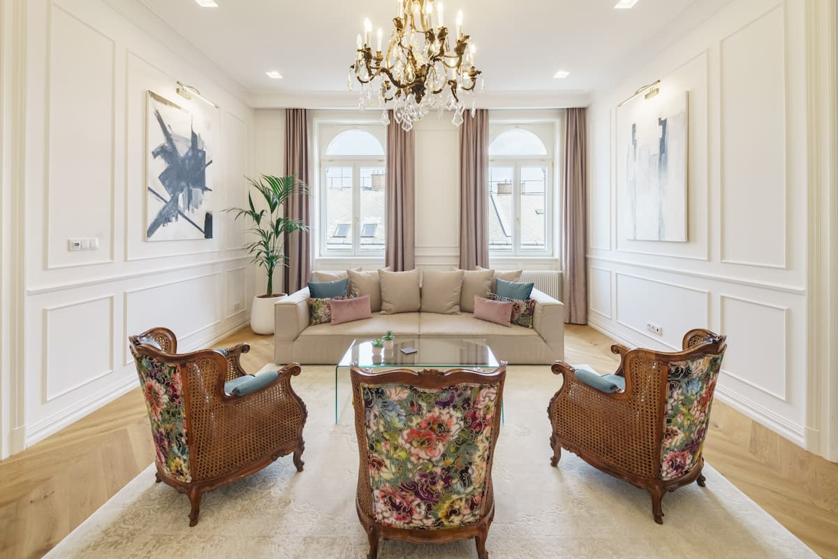 Luxe, Historic Home near Downtown Landmarks