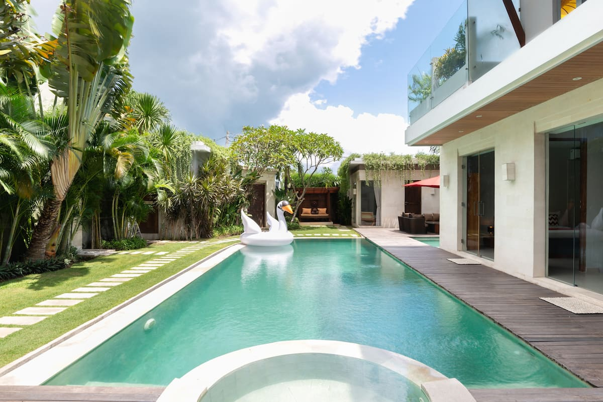 Revitalize in Luxurious Tropical Villa