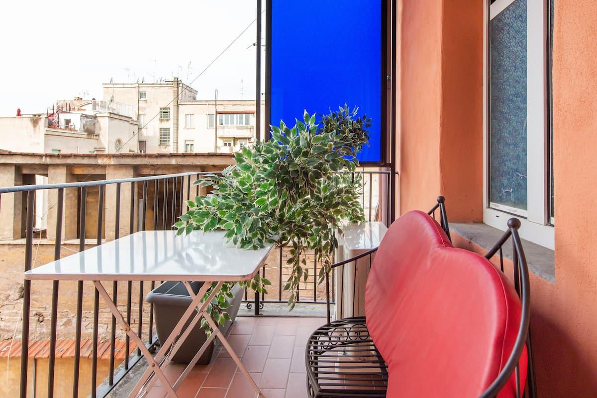 Funzionale appartamento con terrazza affacciata sui tetti romani