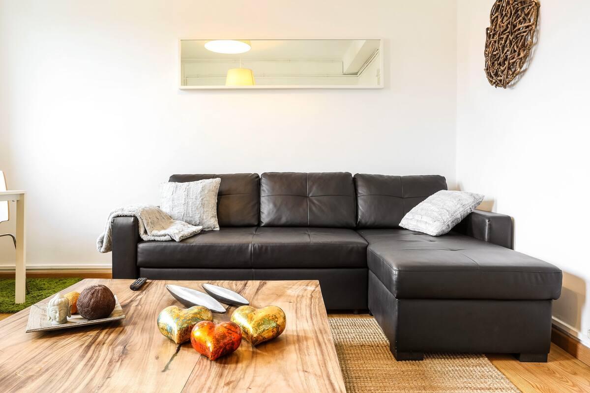 Disfruta del sol, las vistas y el descanso en este apartamento con terraza.