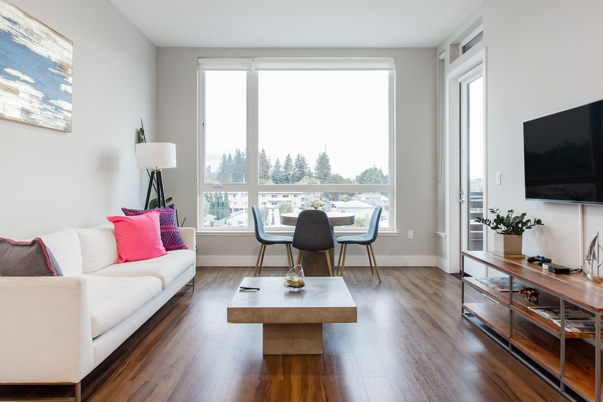 Bright, Comfortable Downtown Mountain View Apartment
