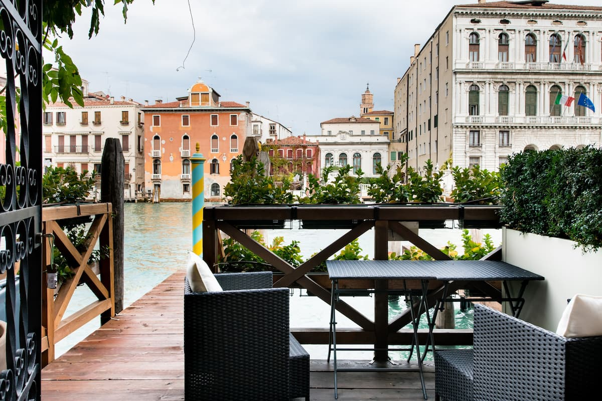 Grand Canal View and Relax from Deck of the Vivid Apartment